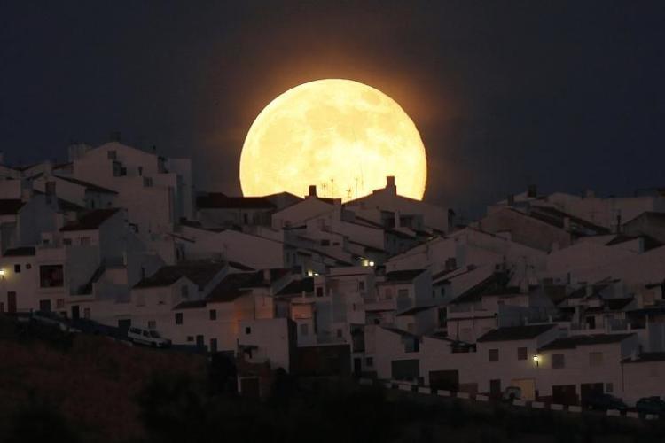 بالصور صور عن القمر , صور رائعه عن جمال القمر 4658 10