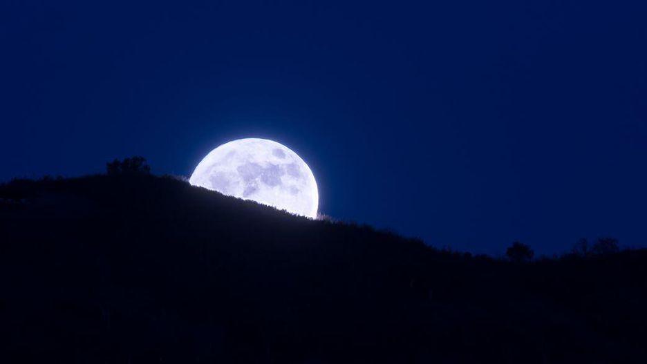 بالصور صور عن القمر , صور رائعه عن جمال القمر 4658 14
