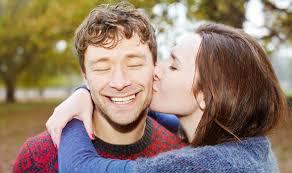 بالصور صور بوس جامده , صور رومانسية للمرتبطين 4159 5