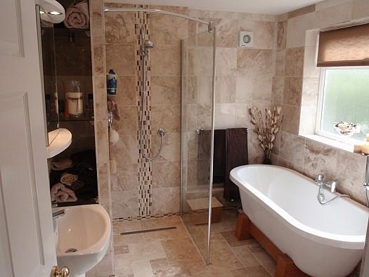 بالصور ديكورات حمامات صغيرة جدا وبسيطة , ديكورات رائعه لحمامات مساحتها صغيره 4510 12