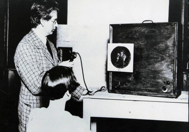 بالصور من اخترع التلفاز , شكر وعرفان لجون لوجي بيرد 612 11
