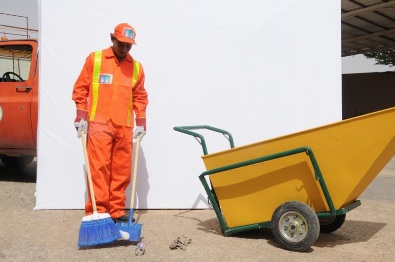 بالصور قصة عن عامل النظافة , حكاية عن رجل النضافة 11547