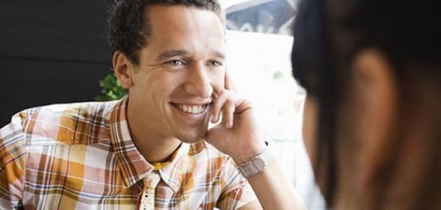 صور علامة اعجاب الرجل بالمراة , كيف تعرفي ان الرجل معجب بيكي