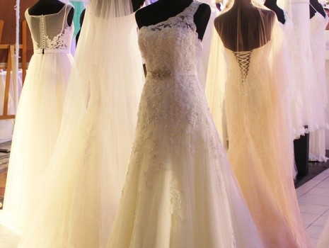 صور تفسير حلم فستان الزفاف , فساتين الفرح في المنام