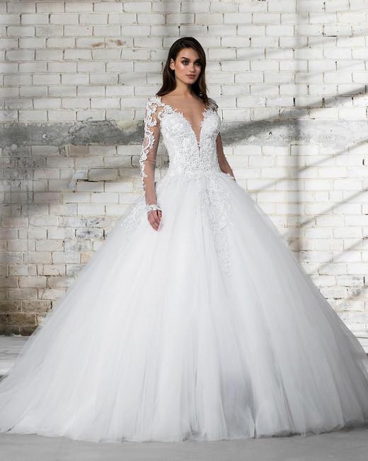 صور صور فساتين افراح , يا لها من عروس جميلة انظرى الى فستانها